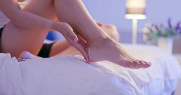 woman cracked heels natural remedies